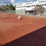 Tennisfest på Holmen hele lørdag: Tenniskamper på TV og banene og god mat og drikke utover kvelden